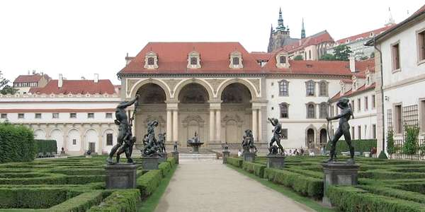 Palacio wallenstein y jardines praga for Jardines wallenstein